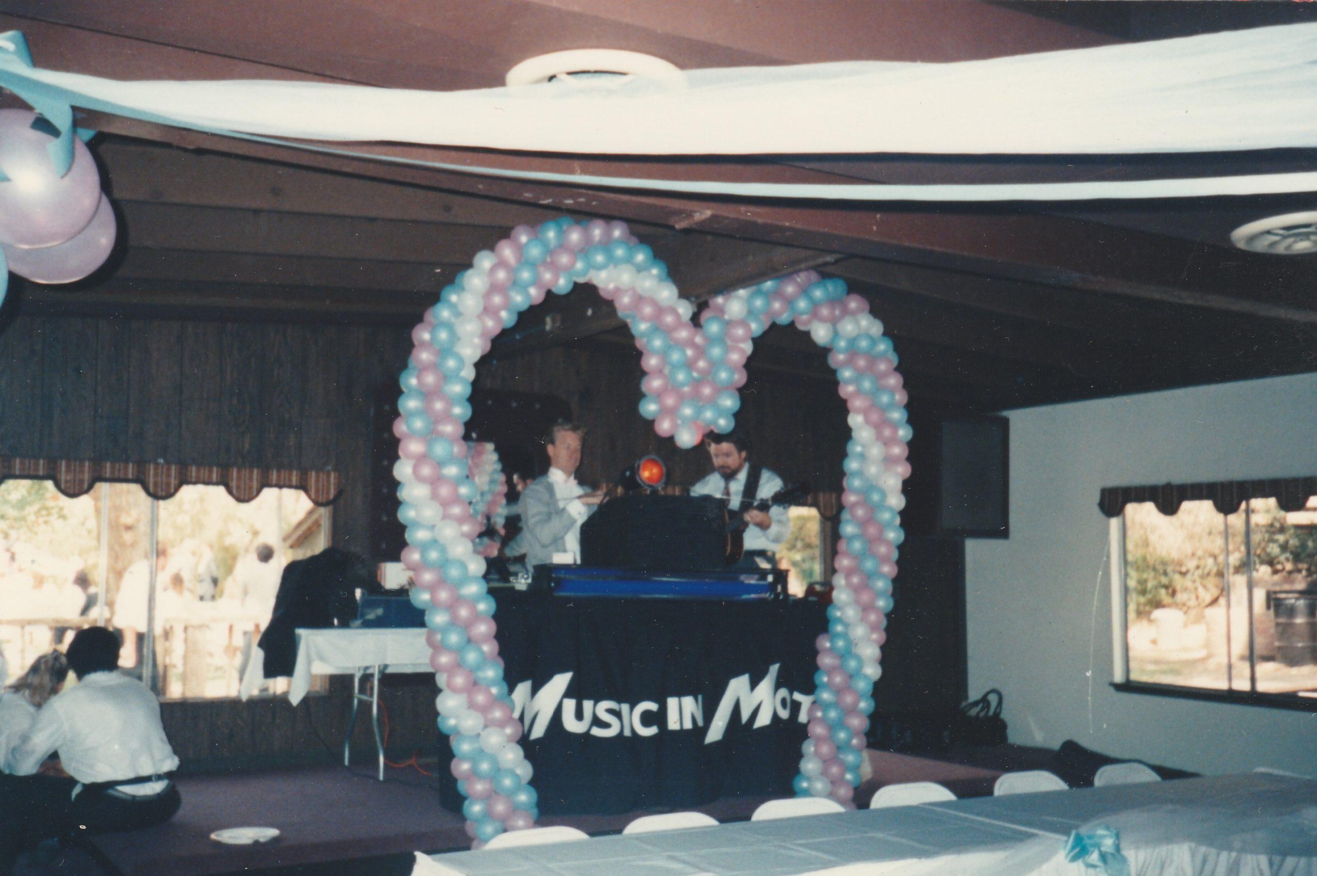 When wedding balloon arches ruled